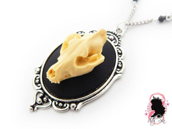 "2"" Antique Silver Wolf Skull Cameo Necklace"
